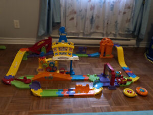 Vtech go go smart wheels with 2 cars and 2 remotes