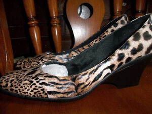 NEW WOMENS SHOES SIZE 11