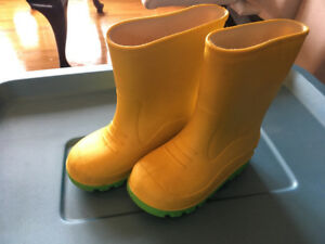 Size 9 toddler rain boots