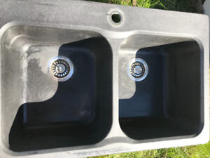 4 kitchen sinks for sale. Black, white, cement and steel.