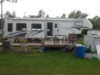 2004 Glendale Titanium 40' Fifth Wheel