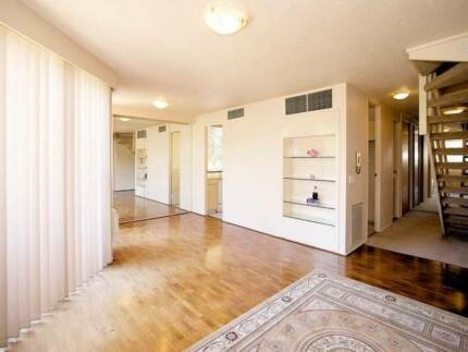 Beautiful room in St Kilda Rd Melbourne for couple or 2