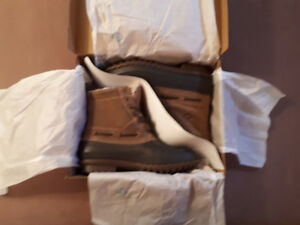 Winters coming.  Mens sperry winter boots new in box