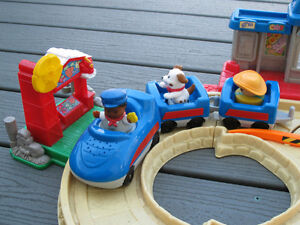 Fisher Price Little People Lil' Movers Motorized Train Gatineau Ottawa / Gatineau Area image 3