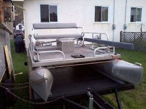Looking to buy a mini pontoon for parts!!!