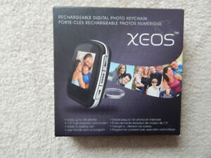XEOS RECHARGEABLE DIGITAL PHOTO KEYCHAIN