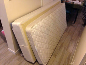 Twin mattress and box spring
