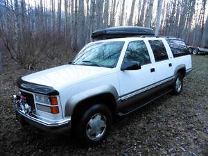 1999 GMC Suburban SLT, Trade for Pickup, Camper van or UTV Prince George British Columbia image 2