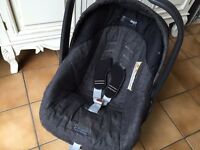 Primo Viaggio baby carrier / car seat.
