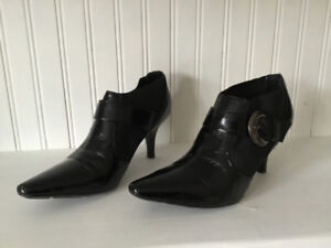 Dressy BCB Girls black patent booties size 7 excellent condition