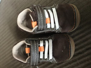 Stride Rite early walkers, size 4.5w toddler shoes