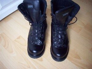 Mens' Magnum Waterproof Boots Size 8