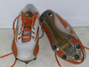 SOULIERS DE FOOTBALL REEBOK - $10.00 - 450-669-5456