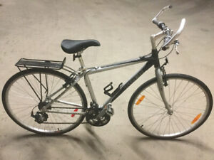 Trek 7000 Hybrid Aluminum 17'' Medium frame 24 speed 700Cx35