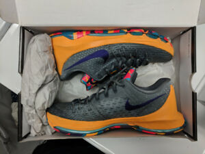 KD 8 - PG County sz 10 (fits like 9.5) basketball shoes