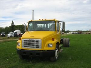 2000 FRIEGHTLINER FL70 S/A CAB & CHASSIS