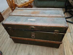 Coffre antique, bureau, Armoire, Overlock, Causeuse, etc...