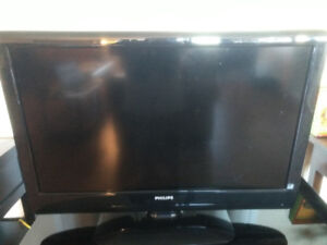 """Philips 32"""" Tv with remote"""