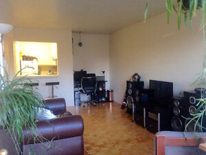 One Bedroom Apartment All inclusive Starting January 1st Kingston Kingston Area image 3