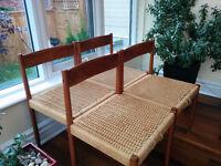 Teak woven rush chairs / chaises en teck tissé
