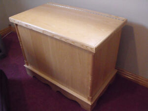 LAUNDRY or STORAGE CHEST Stratford Kitchener Area image 1