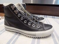 Almost New Black Converse with shearling - Size UK 7 EU 40