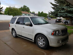2006 Lincoln Navigator fully loaded! Lowered price!