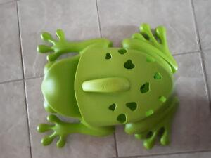 Frog pod bathtub toy holder