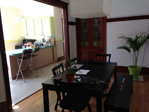Room for rent in a wonderful appartment near Lafontaine Park