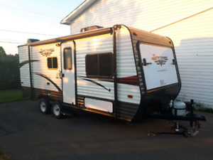 2+ kids? This is the trailer 4 u! 2017 3 bed hybrid