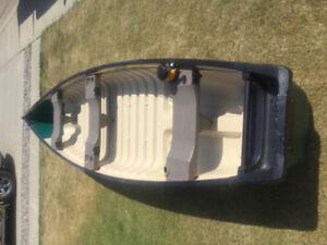 Flat back Canoe wit 4HP Yamaha outboard motor