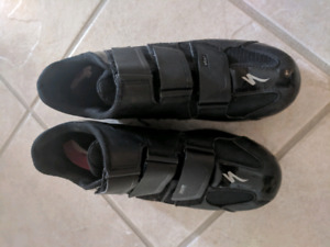Men's Cycling shoes size 9 used indoor only