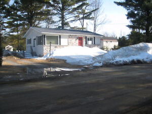 Bungalow 768 pieds carres, 100'x125' terrain, Rue Ted, Rawdon