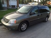 2005 Ford Freestar SE...127 Kms, equippee