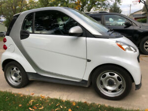 2013 Smart Car - Safetied - Perfect for deliveries, commuting!