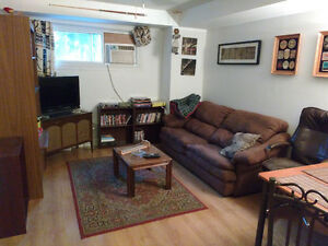 ROOM FOR RENT IN  SPACIOUS 2 BEDROOM ON CALDERWOOD DR.