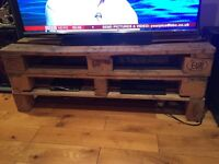 LARGE PALLET TV STAND UNIT TABLE COFFEE WOOD RUSTIC INDUSTRIAL SHABBY CHIC BARGAIN