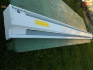 HEATER  ELECRRIC BASEBOARD  8FT 6 INCHES Windsor Region Ontario image 1