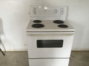Electric stove for sale works great London Ontario image 2