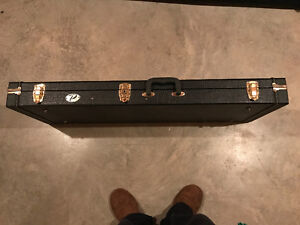 Leather universal electric guitar or bass case