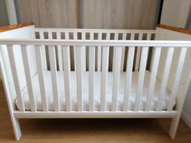Baby cot + mattress
