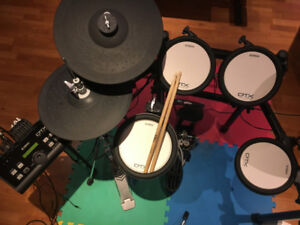 Yamaha DTX 500 Series drum set in mint condition