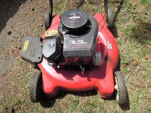 Lawn Mower To Give Away/Tondeuse a gazon a donner