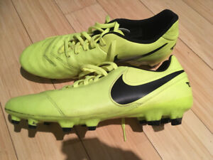 Nike Tempo outdoor Soccer Cleats