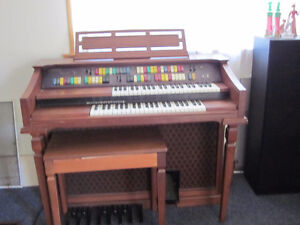 Lowrey organ Model TG98-1