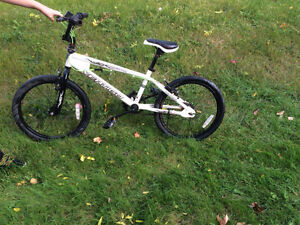 BOYS BMX FREESTYLE BIKE