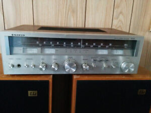 VINTAGE STEREO WITH SPEAKERS