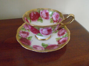 tasse et soucoupe Royal Albert Old English Rose.