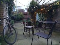 Double room available in De Beauvoir/Islington - large house with garden!