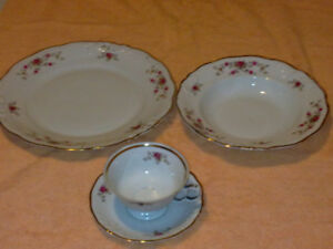 4 pcs Walbrzych -floral embossed gold trim fine china dinnerware